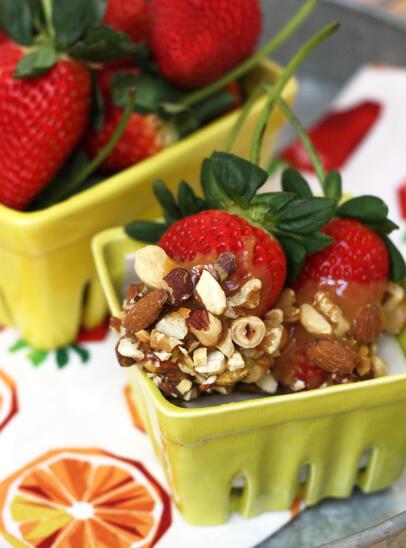 Salted-caramel-strawberries-1