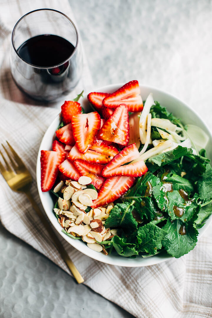 strawberry_and_kale_salad_edited-1-2.jpg
