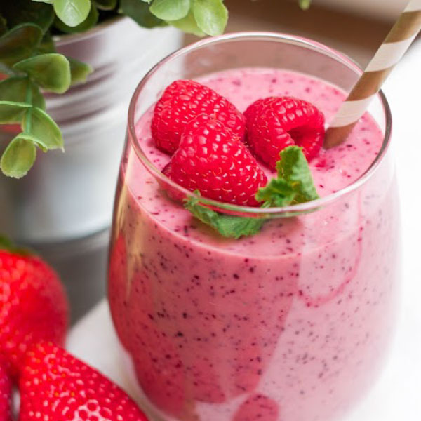 mixed-berry-smoothie-feature
