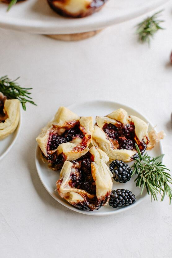 Blackberry & Brie Puff Pastry Bites-7