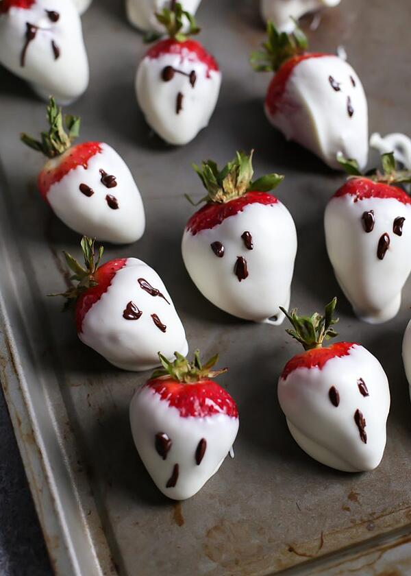 Healthy-Dairy-Free-Dirt-Pudding-Strawberry-Ghosts-2