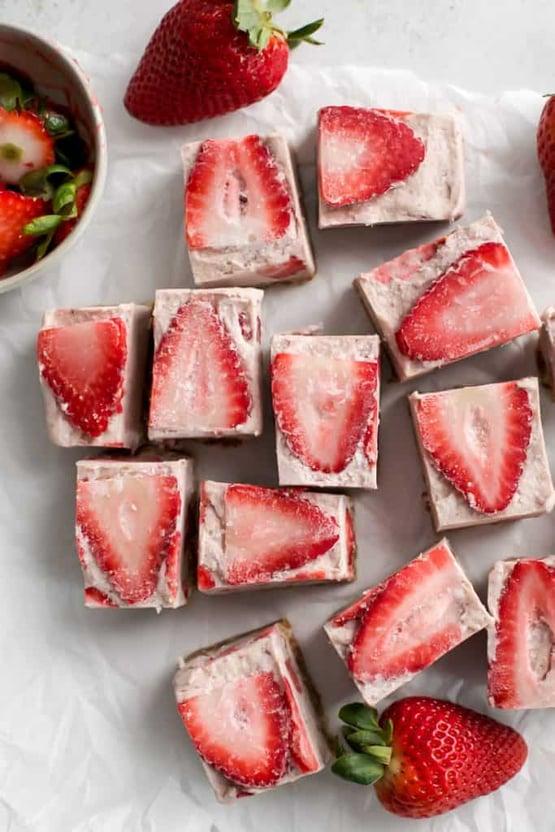 Strawberry-Freezer-Fudge-3
