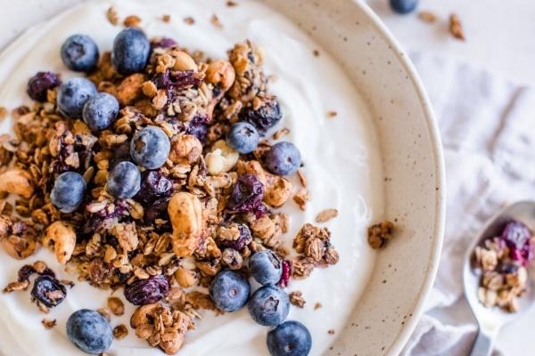 blueberry cashew granola