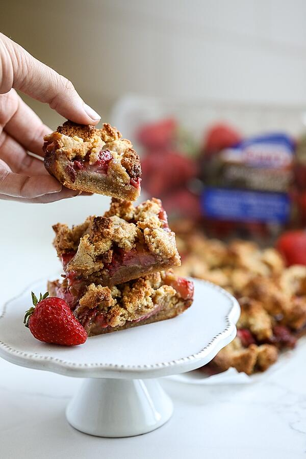 grain-free-strawberry-crumb-bars-3