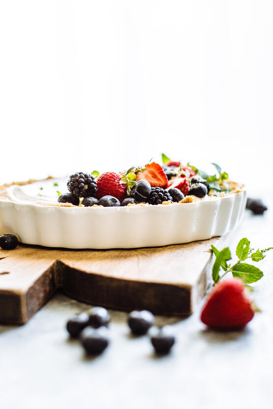 greek yogurt berry tart-6.jpg