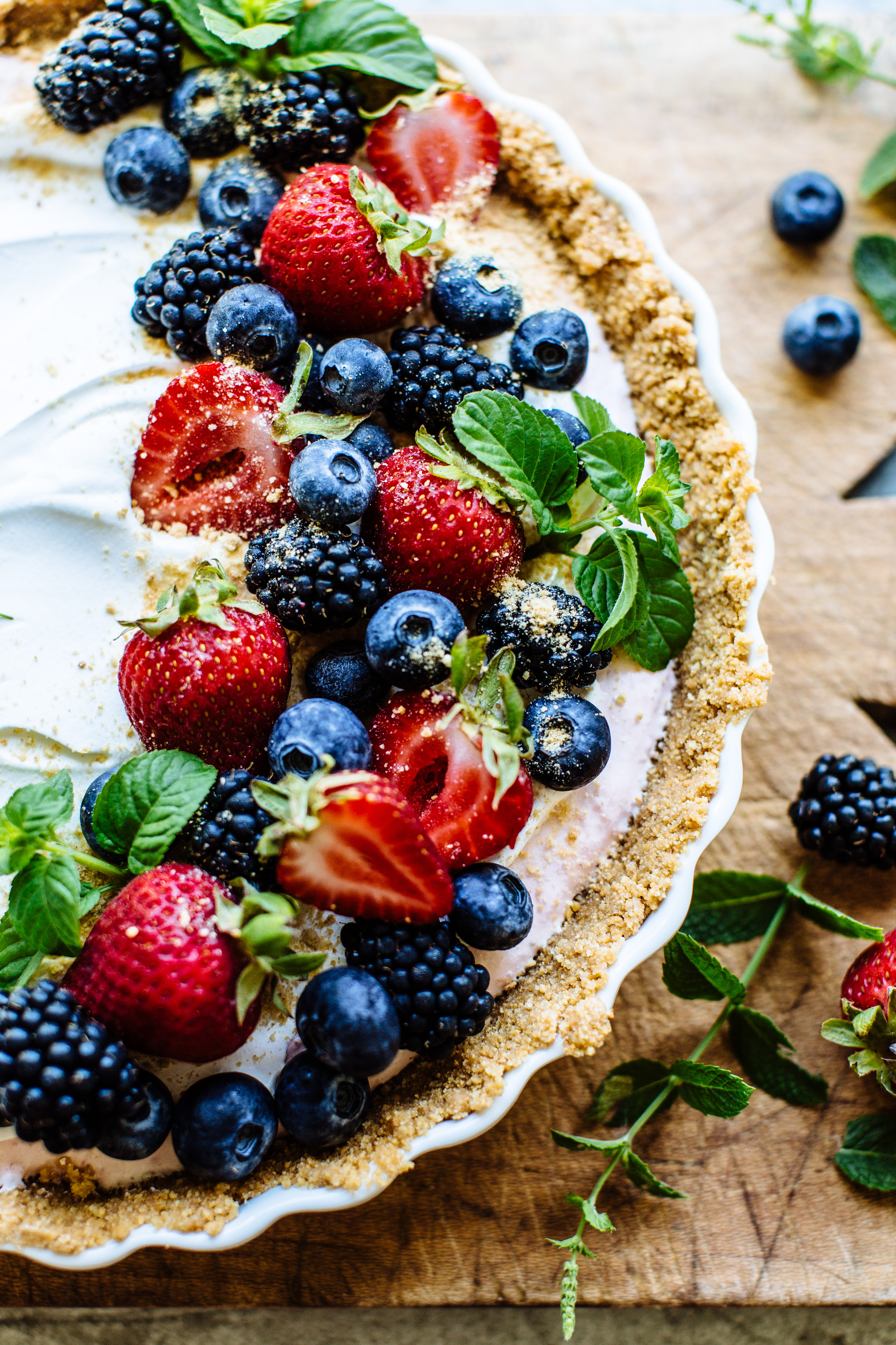 greek yogurt berry tart-9.jpg