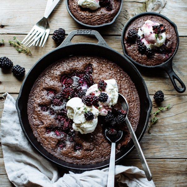 dark-chocolate-blackberry-skillet-brownie