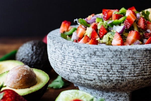 strawberry guacamole 600x400