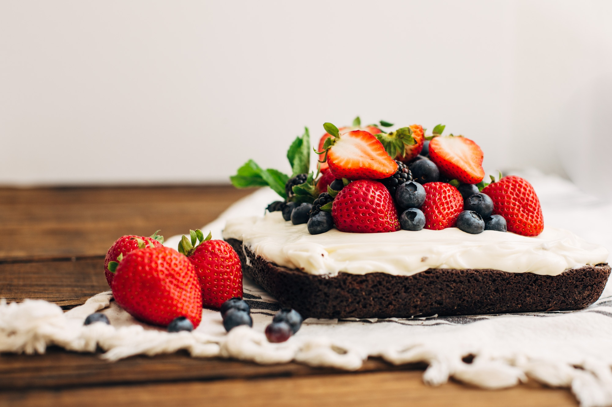 Easy Berry Brownie Cake