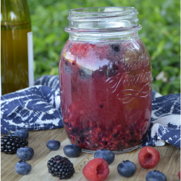 How to Make Berry and Herb-Infused Spritzers