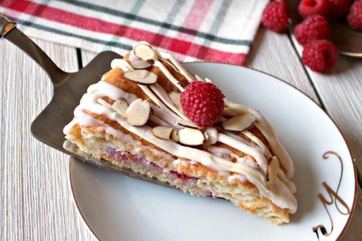 Raspberry White Berry Kringle Pastry