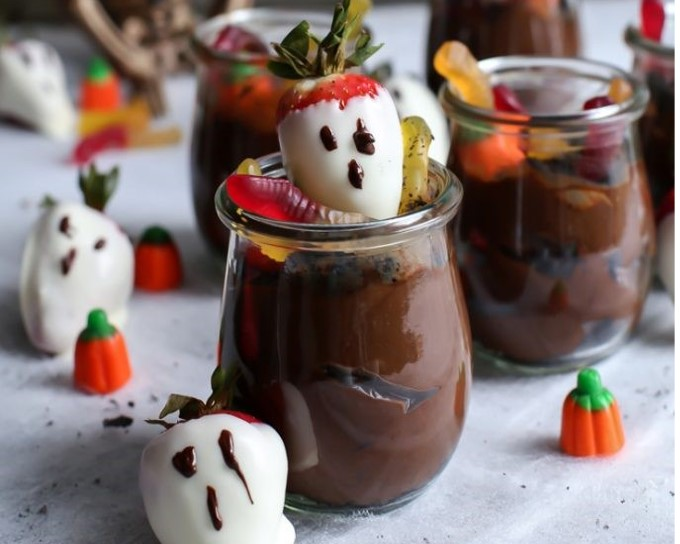 Healthier Dairy-Free Dirt Pudding with Strawberry Ghosts