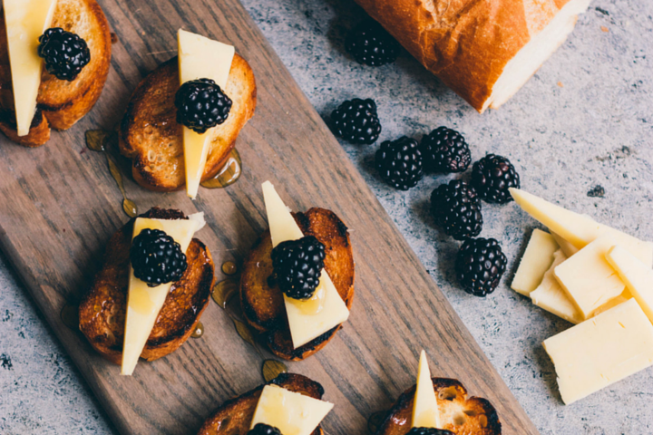 Easy Blackberry Bruschetta with Cabot Cheese