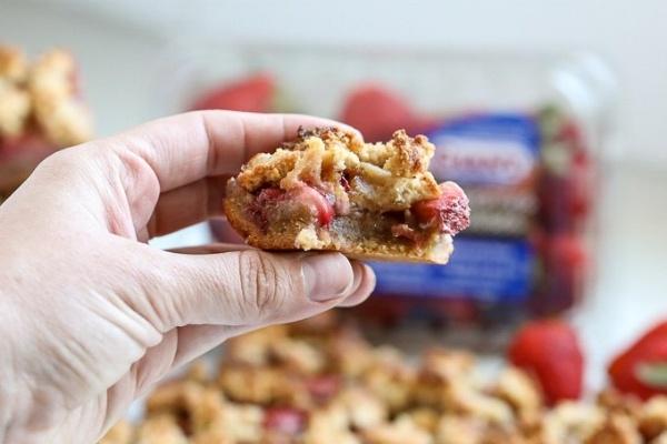 Grain Free Strawberry Crumble Bars