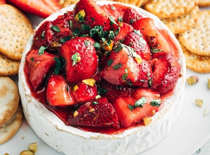 Baked Brie Recipe with Roasted Strawberries